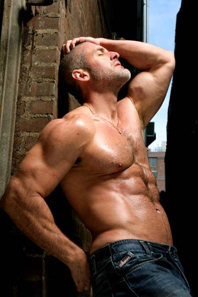 Hairy Muscled Gay 32